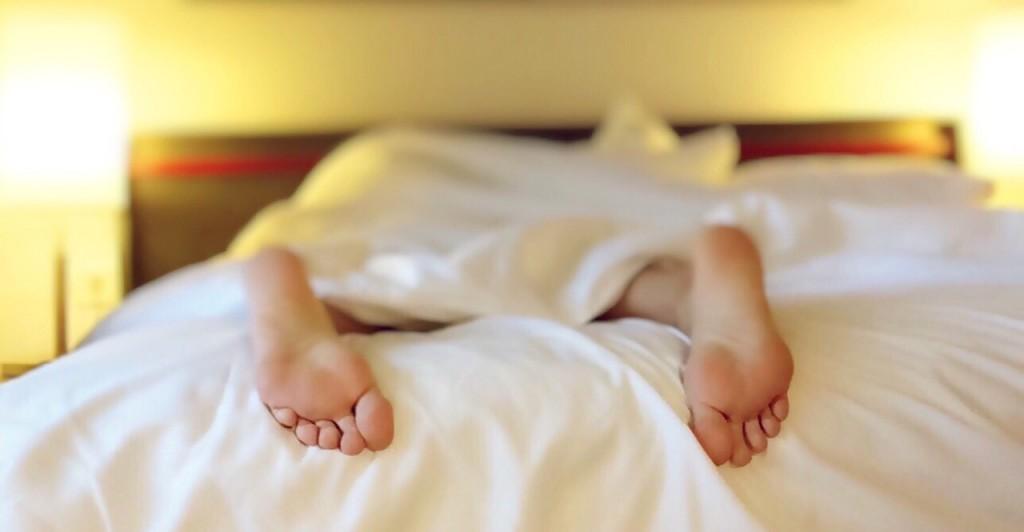 noge-spavanje-krevet