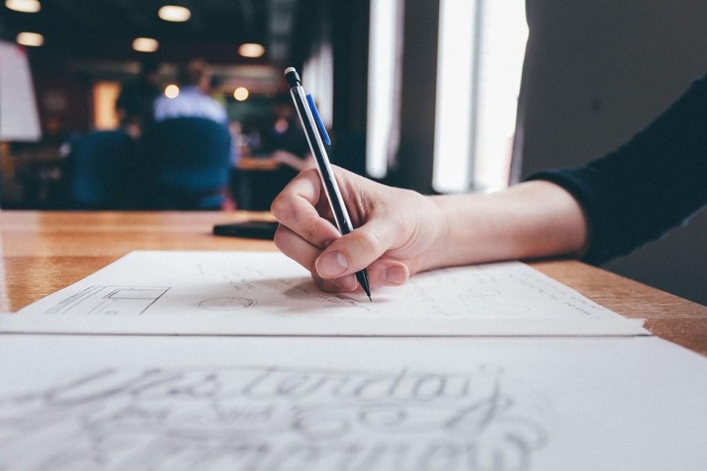 pisanje olovka zena