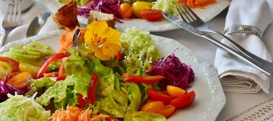 """Kako je nastala poznata """"cezar"""" salata?"""